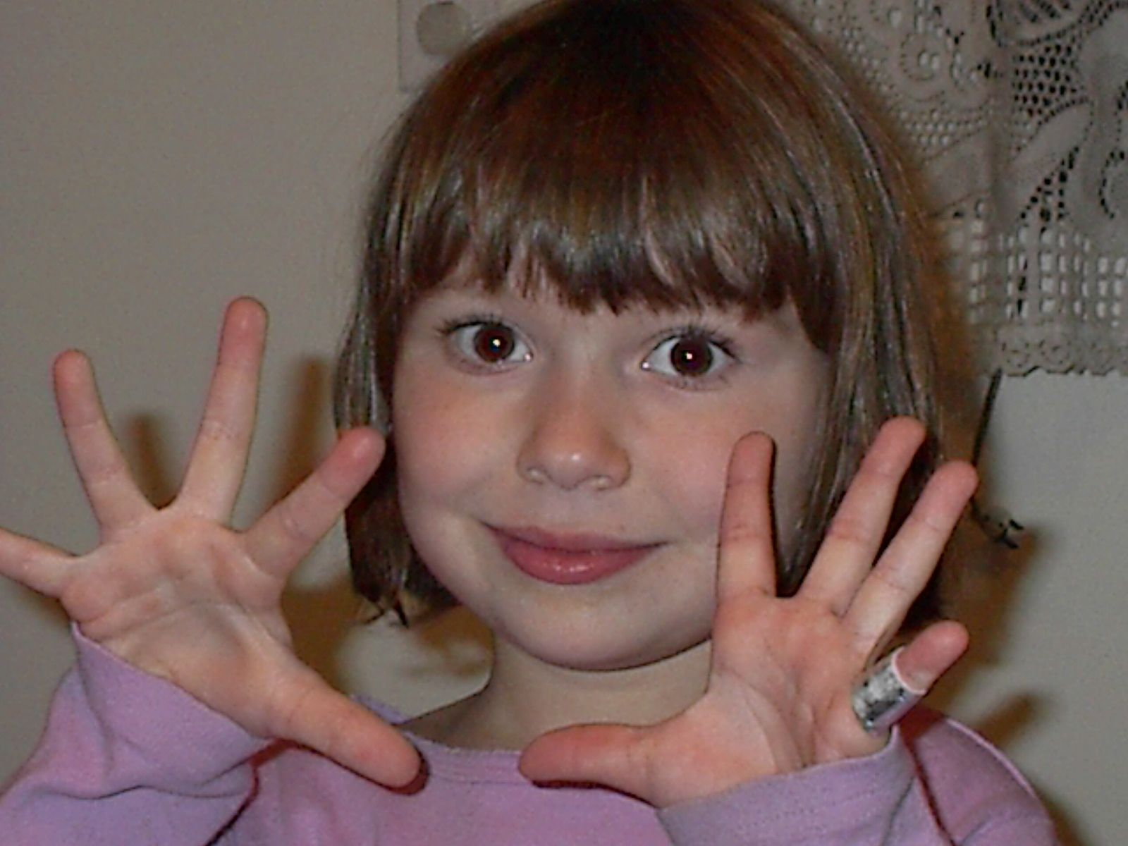 A photo of five-year old Julia Kaback holding up ten fingers
