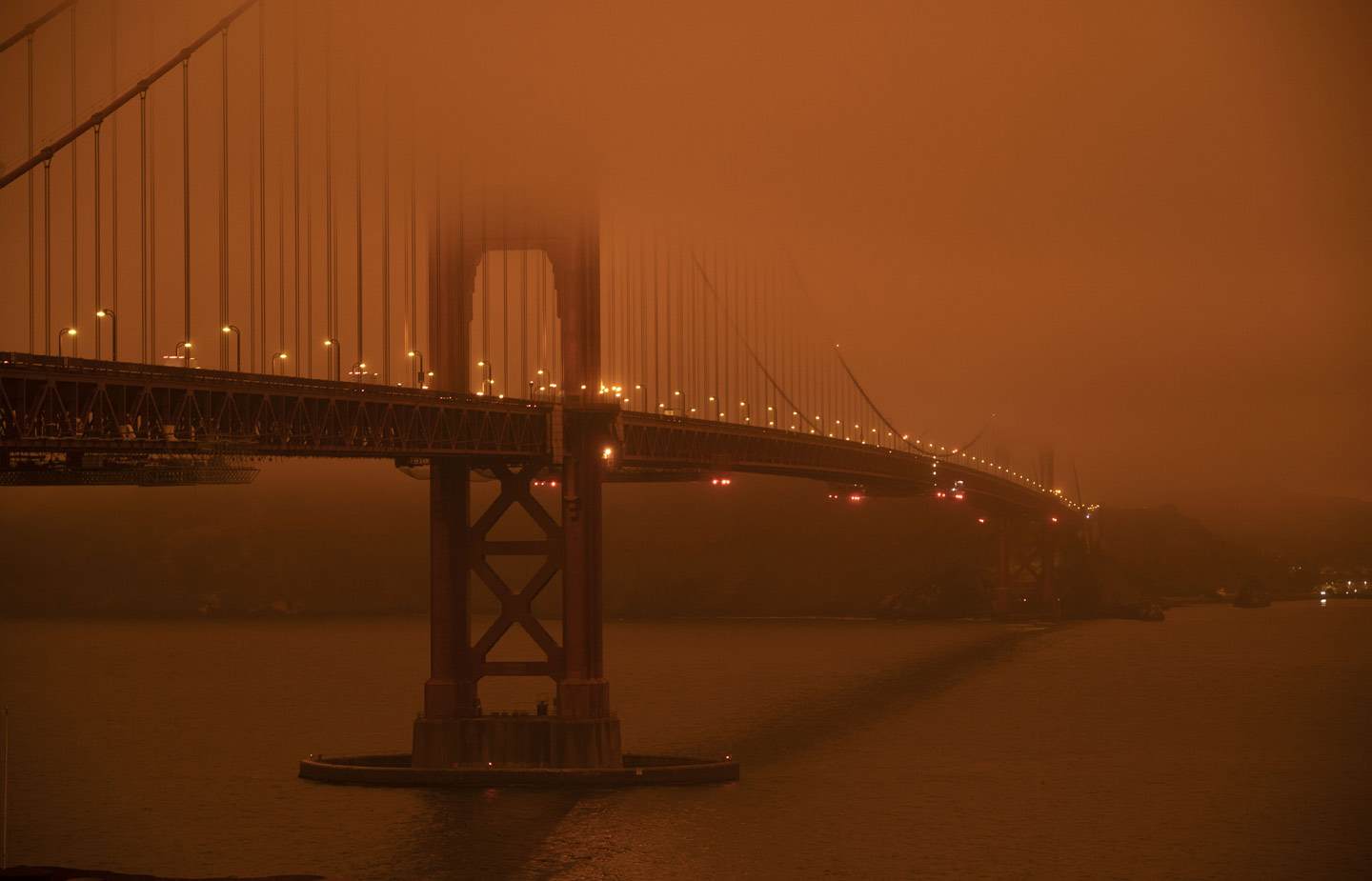 Image of Golden Gate Bridge shrouded in smoke