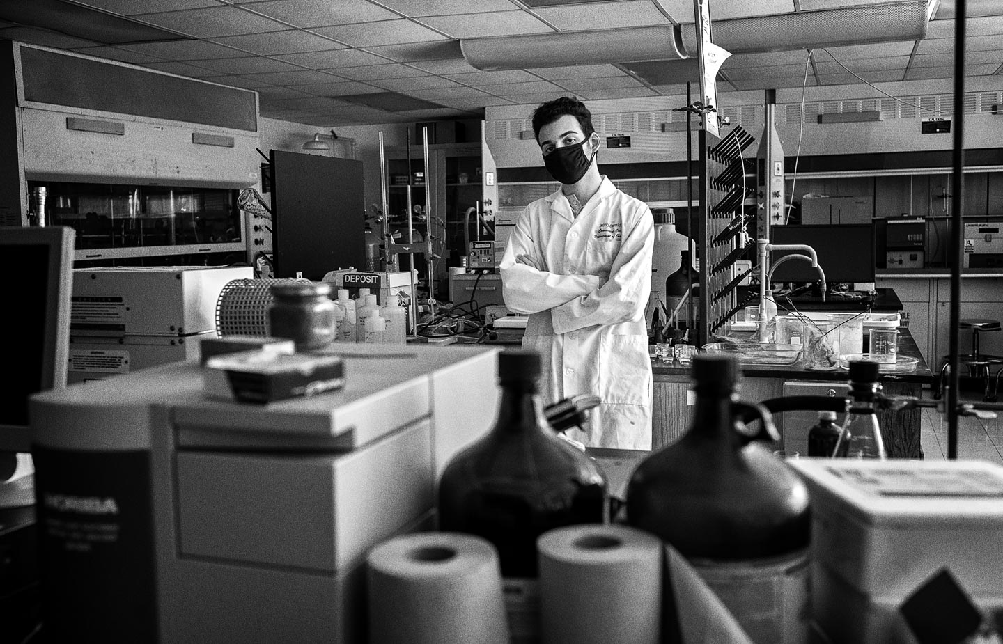 Portrait of Chris Dakopoulos '24 in a laboratory