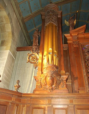 The organ in Harkness Chapel