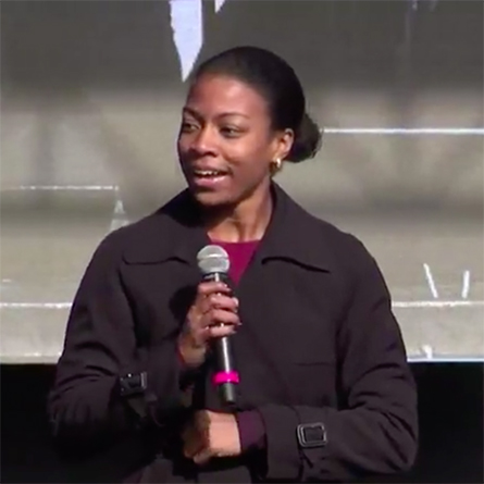 Chakena Sims '16 speaks at the 2018 Women's March Chicago.