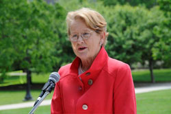 Jean C. Tempel ´65 speaks at the dedication of Connecticut College´s Jean C. Tempel ´65 Green and Outdoor Classroom.