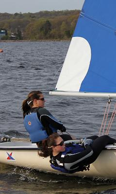 Women´s sailors Bitsy Whipple ´12 and Katrina Salk ´11 practice on Thames River.
