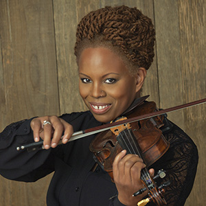 Photo of violinist Regina Carter